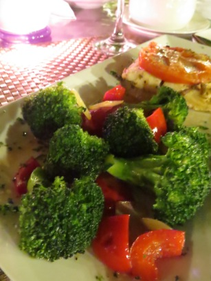 Corvina a la Siciliana, acompañada de Vegetales torneados